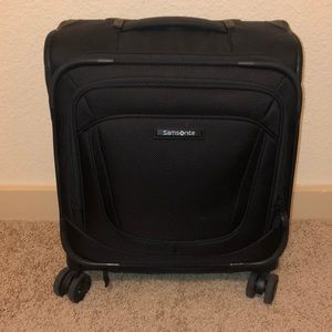 Samsonite traveling carry on luggage with USB